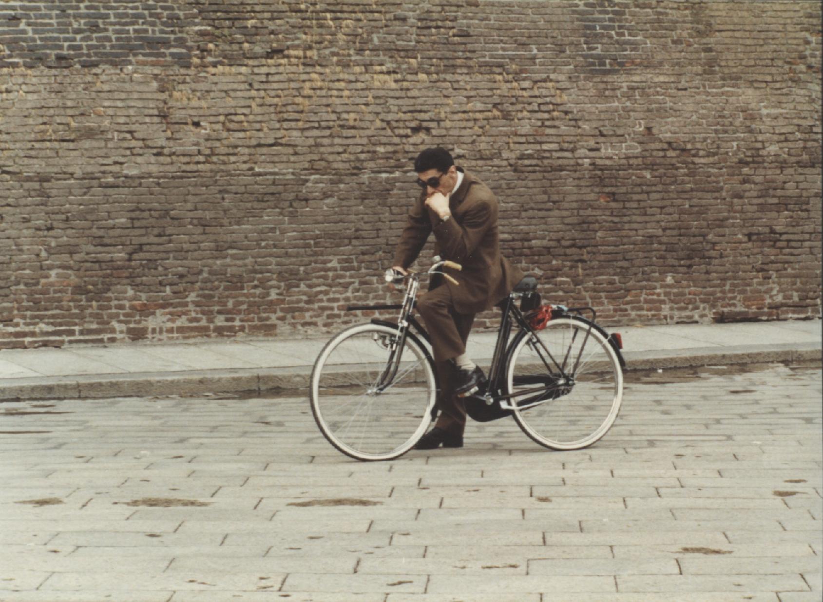 archivista_011-flavio-bucci-in-attesa-del-ciak-piazza-maggiore