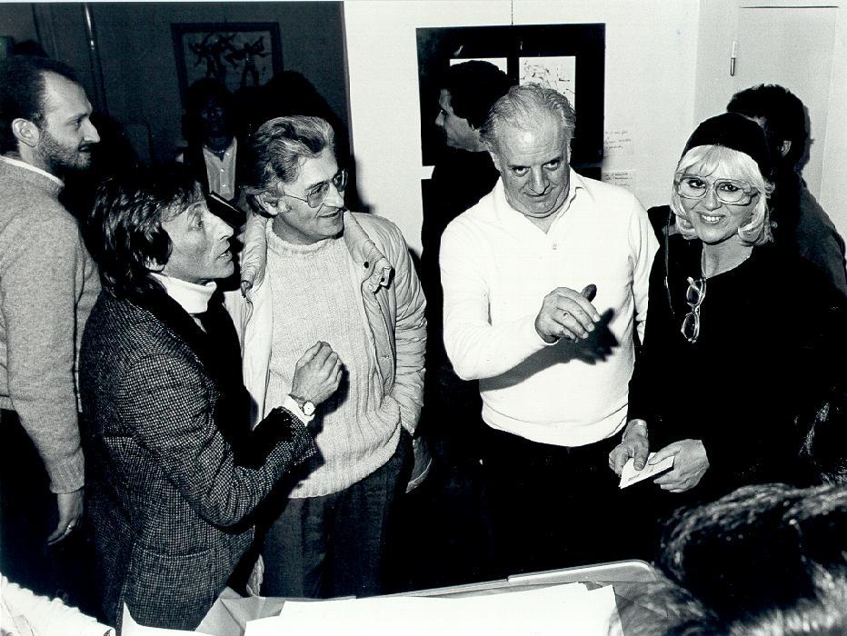 da sinistra l'attore Paolo Bondioli, Loriano Macchiavelli, Dario Fo e Franca Rame
